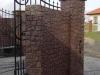 Mur z kostki granitowej czerwonej